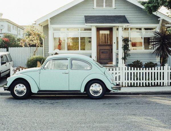 Auto, huis en zon